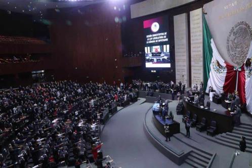 Rinden protesta constitucional las diputadas y los diputados