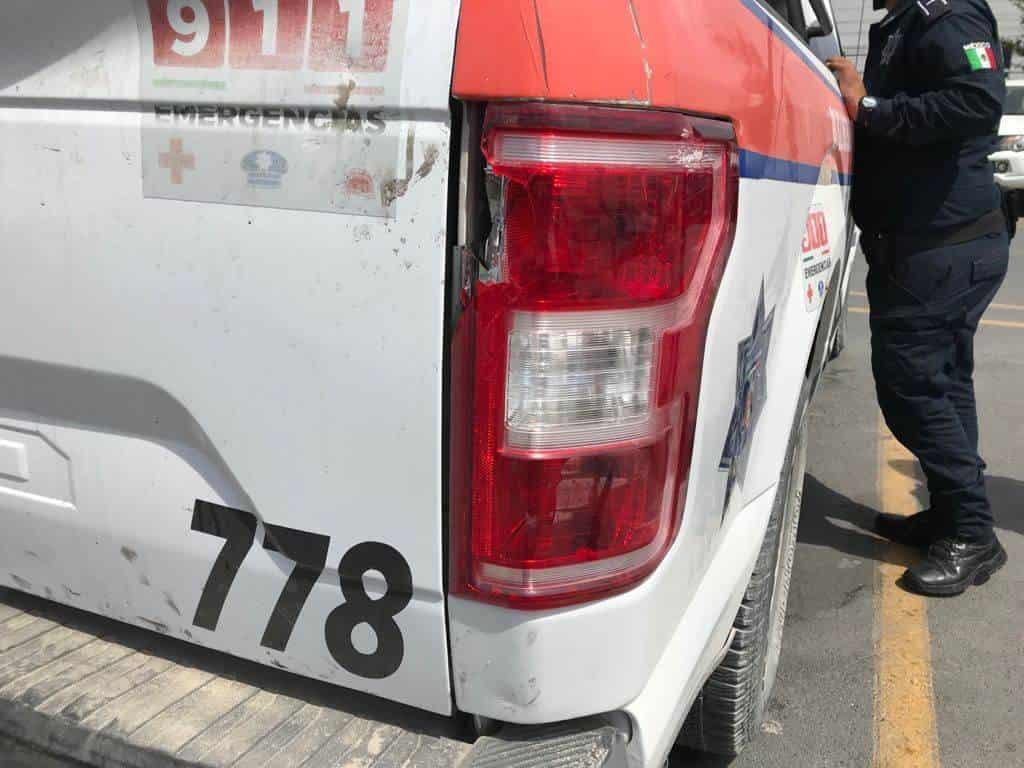 En dos hechos diferentes, presuntos vándalos, atacaron a policías con piedras y palos