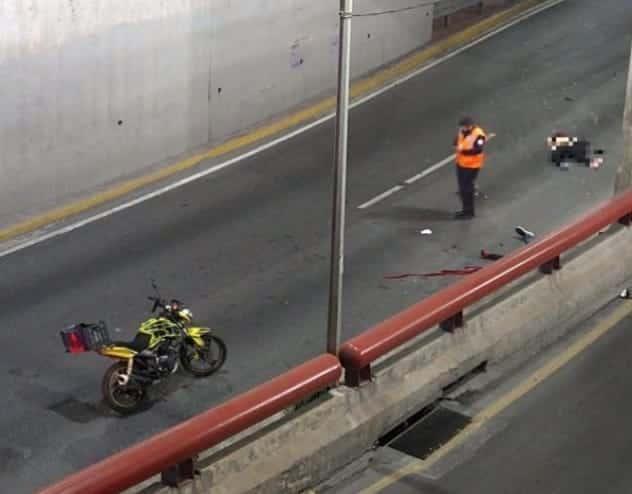 Una pareja que viajaba en una motocicleta murió luego de estrellarse contra un muro