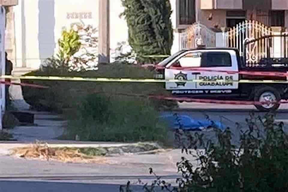 Arrojaron un cuerpo embolsado desde una camioneta en movimiento