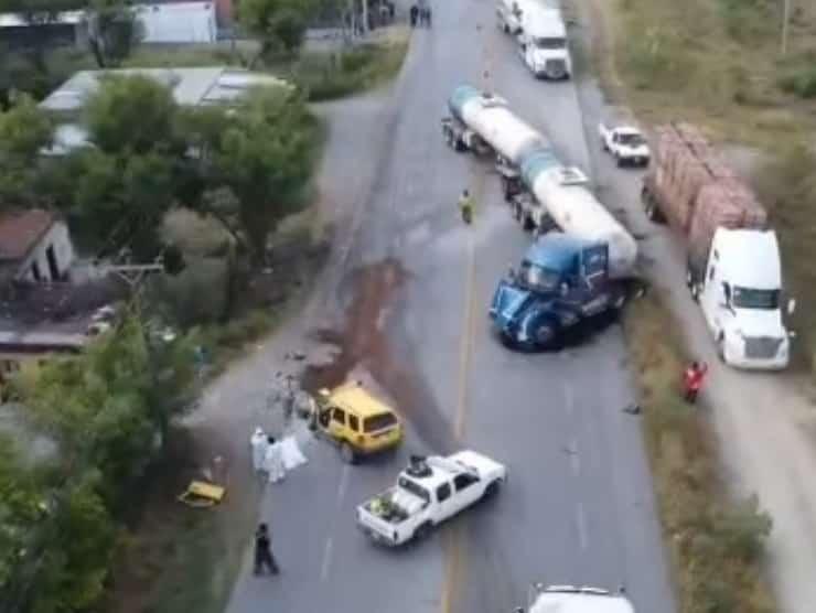 Un hombre perdió la vida al estrellar su camioneta de frente contra un tráiler