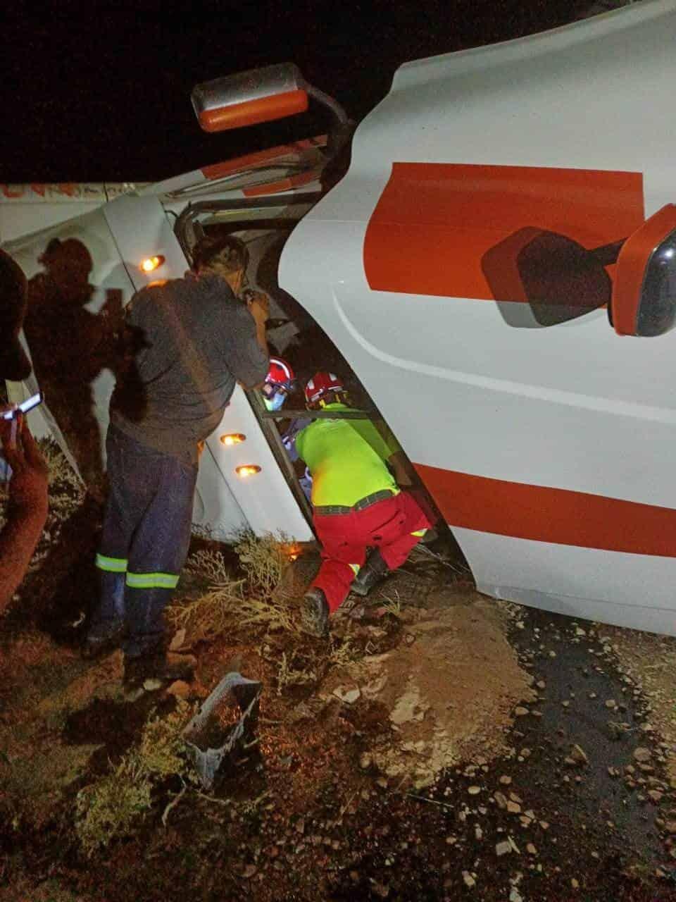 Un operador de quinta rueda, terminó con lesiones graves, después de volcar su tráiler