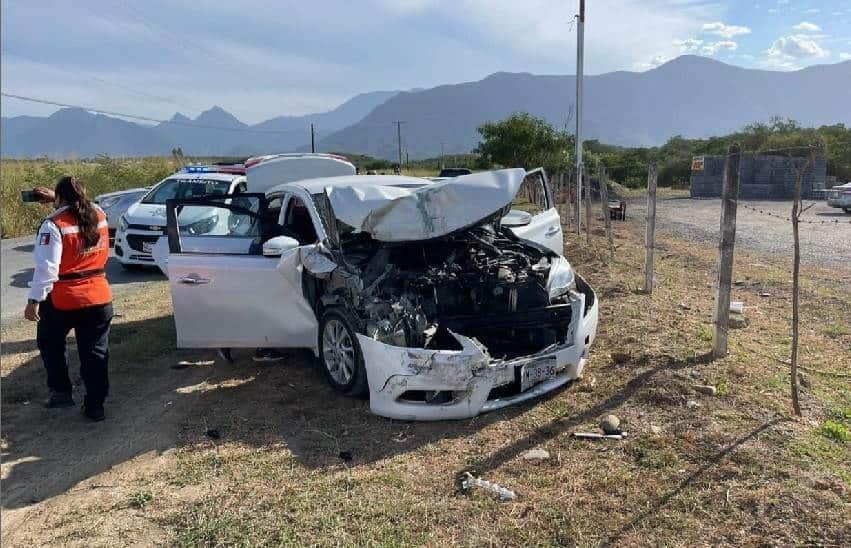 Terminó con lesiones de consideración, después de estrellar su automóvil, por alcance contra una camioneta