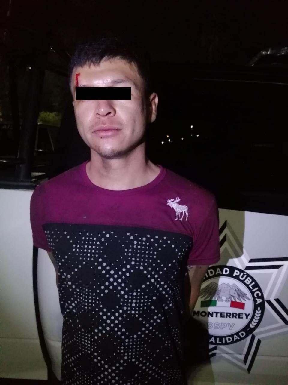 Tras despojar a un automovilista de su vehículo, un hombre fue arrestado