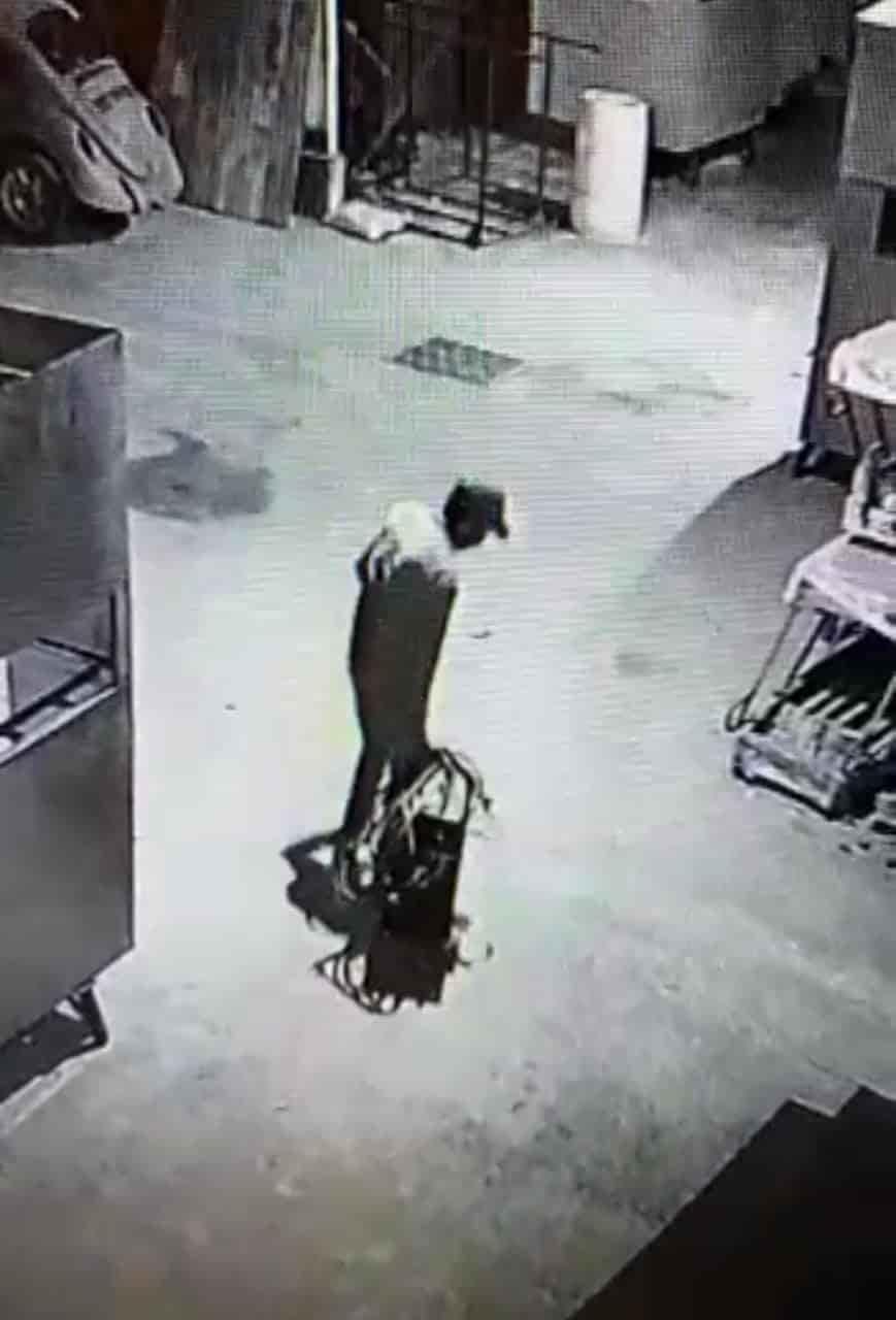 Detenido a unas cuadras de un negocio de venta de hamburguesas al que ingresó a robar