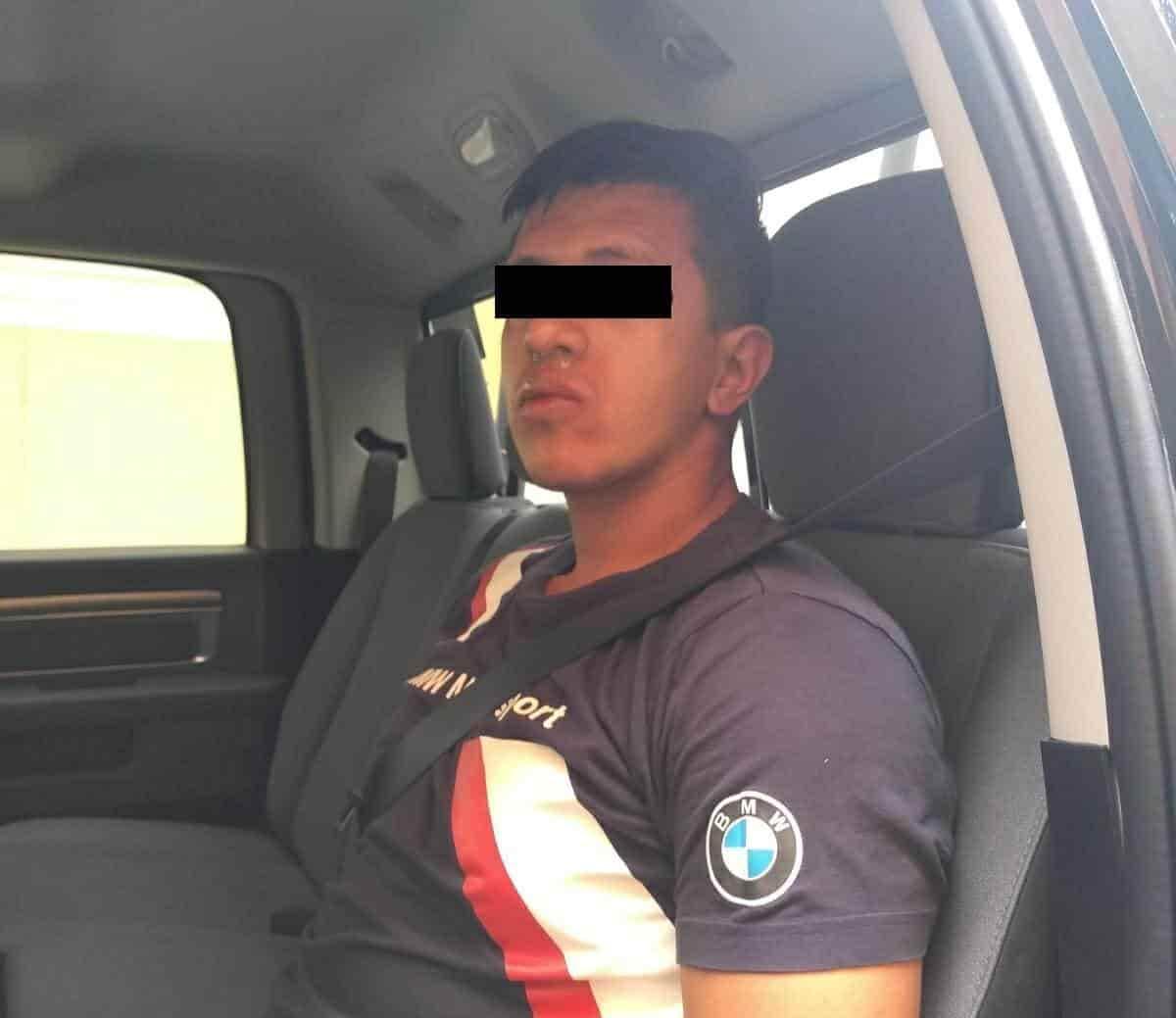 Fue sorprendido realizando actos inmorales a bordo de su vehículo