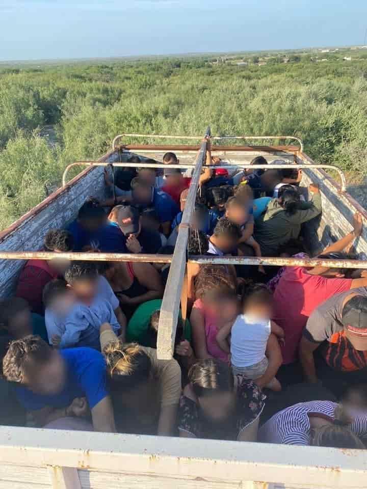rescataron a un grupo de 103 indocumentados centroamericanos, que fueron abandonados en la caja de un camión