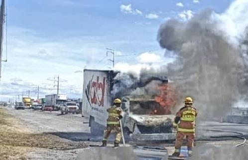 Arde camión de carga