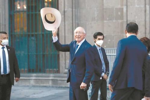 Inicia Ken Salazar al frente de embajada de EU