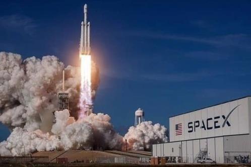Entran en órbita turistas del SpaceX