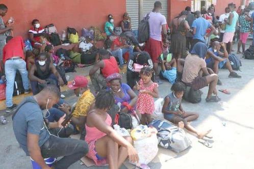 Llegan a Monterrey casi mil migrantes haitianos