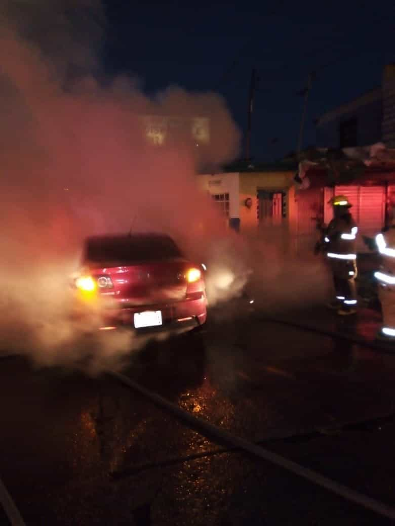 Reportaron el incendio de un automóvil en la Independencia