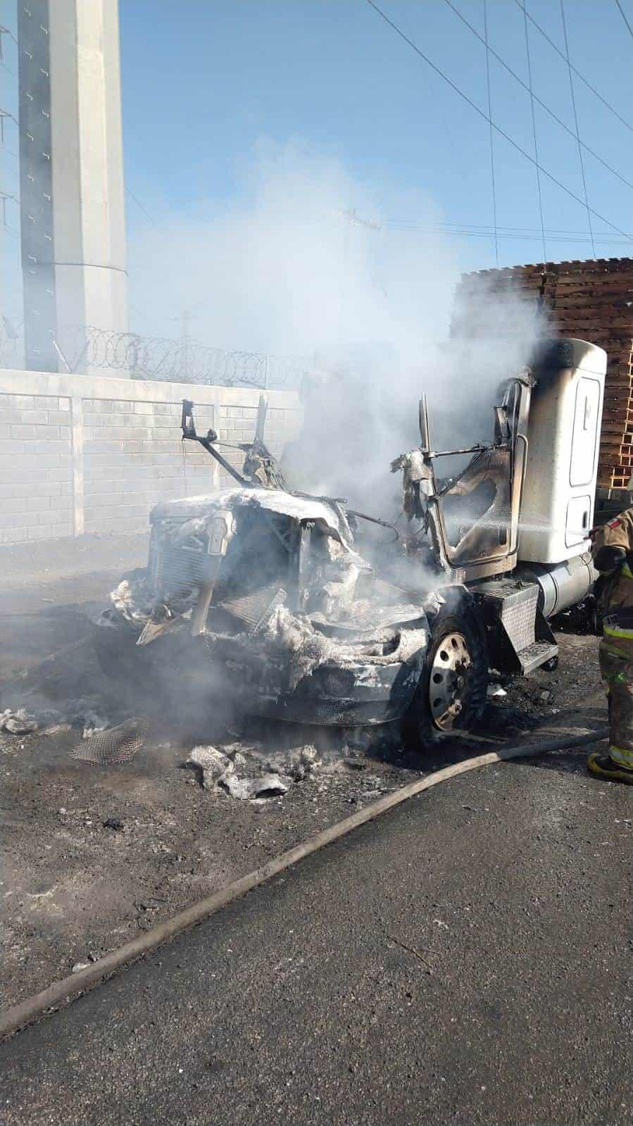 El incendio de la cabina de un tráiler movilizó ayer a elementos de Protección Civil