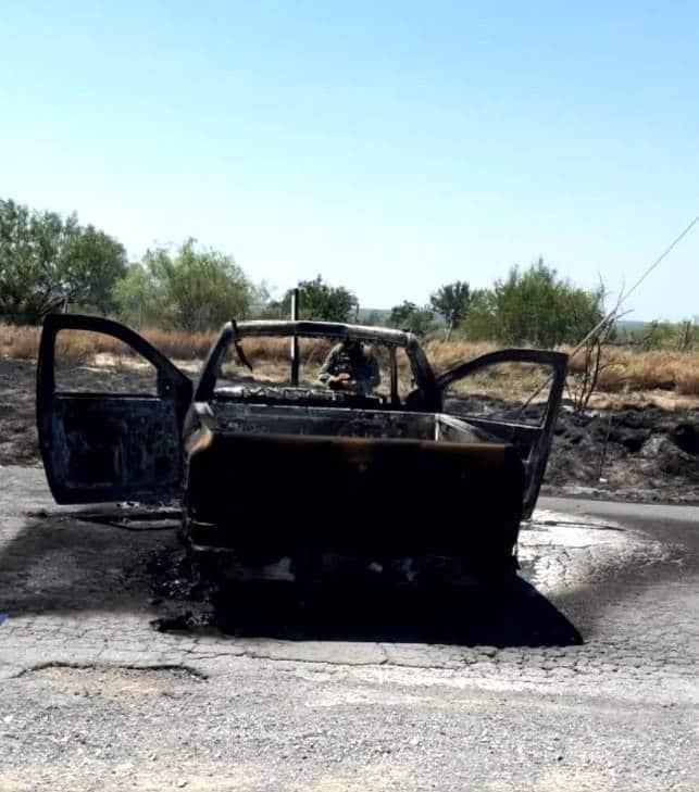 Sitiaron el municipio de General Bravo, después que hombres armados robaron varios vehículos y les prendieron fuego.
