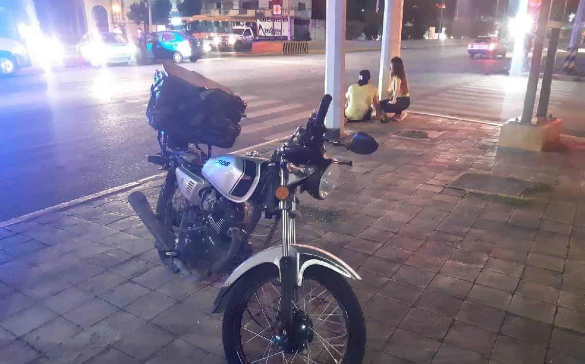 Un joven repartidor terminó con lesiones de consideración, después de ser arrollado por un automóvil