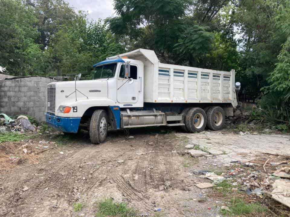 Tres acumuladores de energía de un camión de tres y medias toneladas, valuados en 18 mil pesos, fueron robadas en el municipio de Linares.