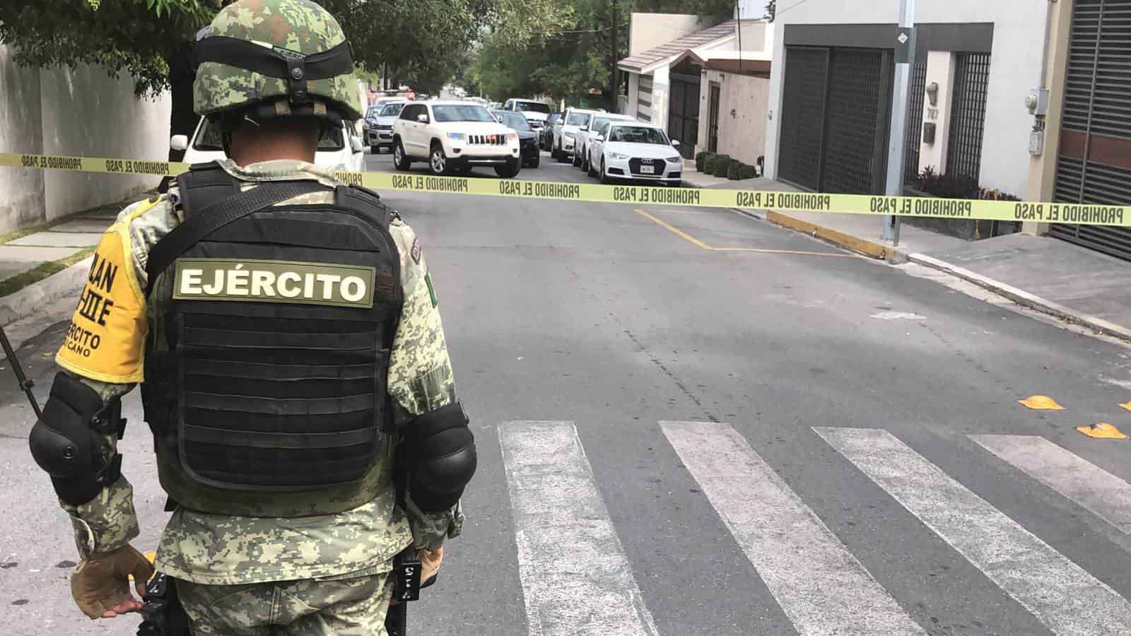 Catean un domicilio, donde arrestaron a otras cuatro personas y aseguraron droga y armas de fuego