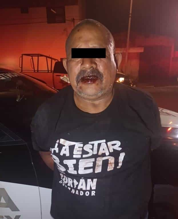 Luego de ver que su vecino le dio únicamente 10 pesos para comprar más cerveza, una persona acudió a su domicilio por un machete con el cual lo agredió en repetidas ocasiones