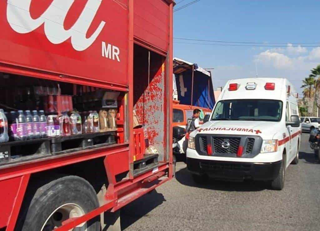 Reportan un choque múltiple provocado por un camión epartidor de refrescos