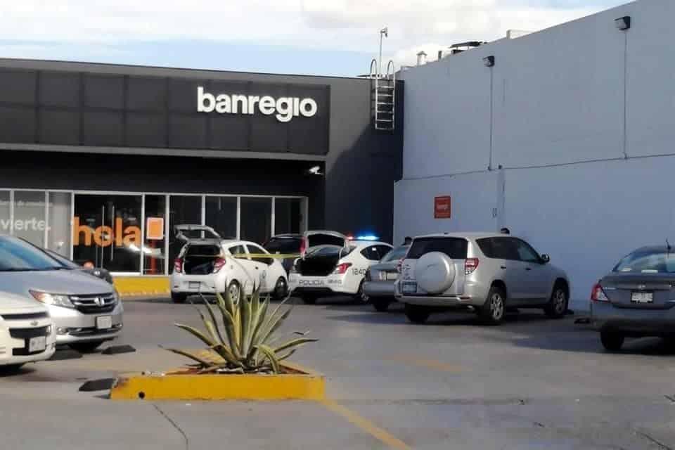 Intentan ubicar a tres delincuentes que asaltaron a un mensajero en un banco