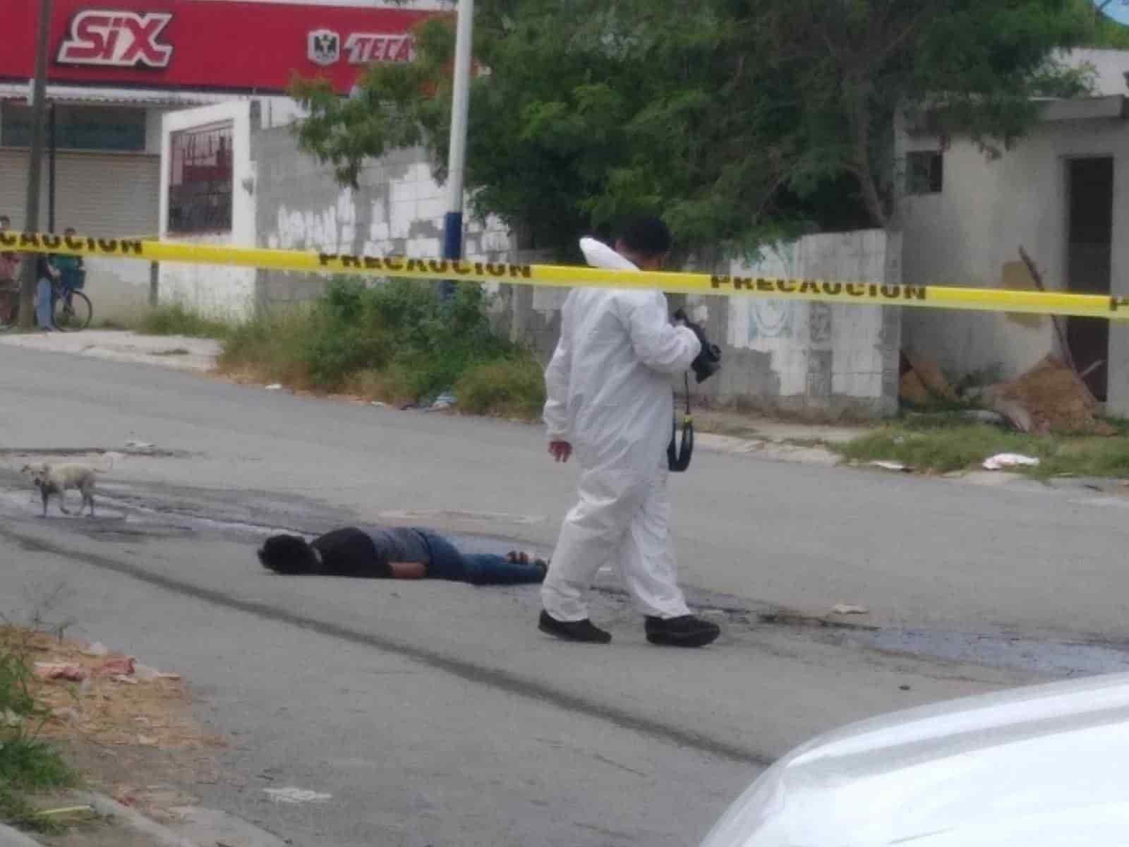 Un joven fue ejecutado y otro más resultó lesionado, luego de ser atacados a balazos por dos moto¬-sicarios