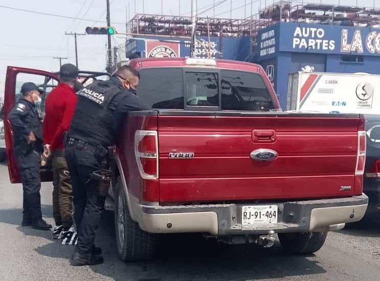 Circulaban en una camioneta con reporte de robo
