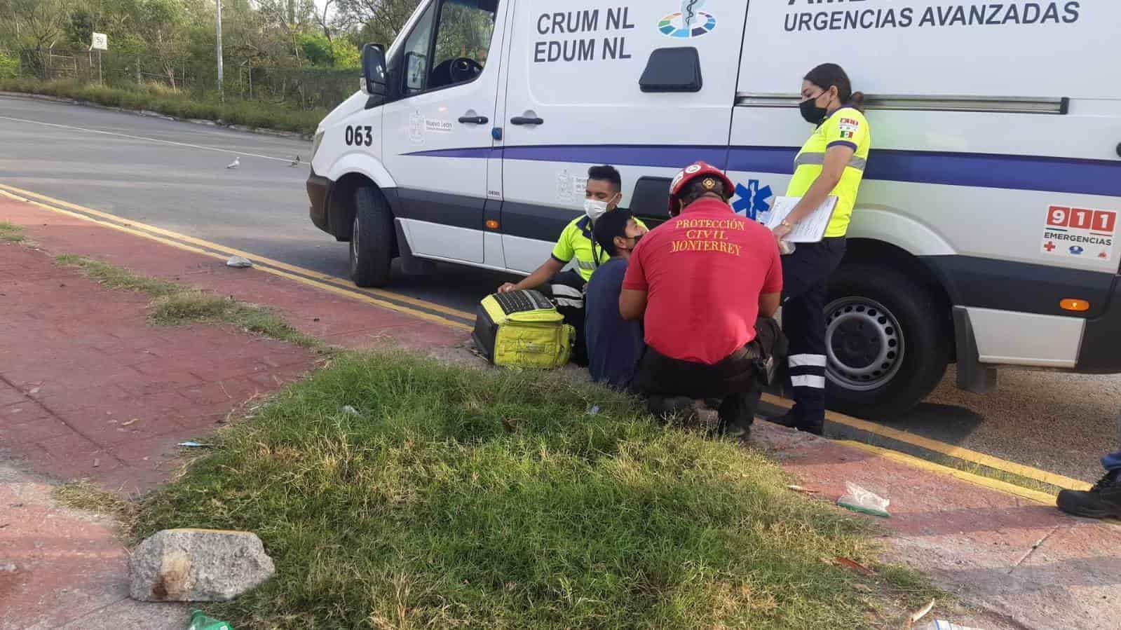 El conductor de un auto resultó lesionado luego de volcar