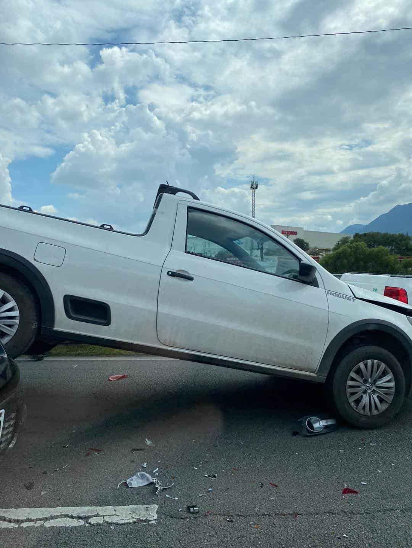 Caos vial y daños materiales dejó la tarde de ayer un choque por alcance