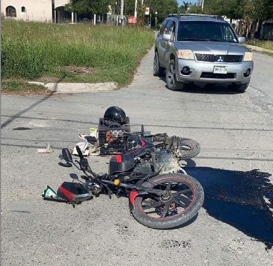Un joven repartidor terminó con lesiones graves, al ser impactado por un automóvil