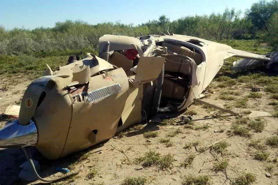 Tres pasajeros de un avión Piper Lance, se salvaron de morir, después de desplomarse