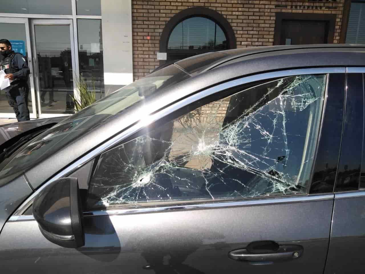 Reportaron un asalto a un mensajero, dentro del estacionamiento de una plaza comercial