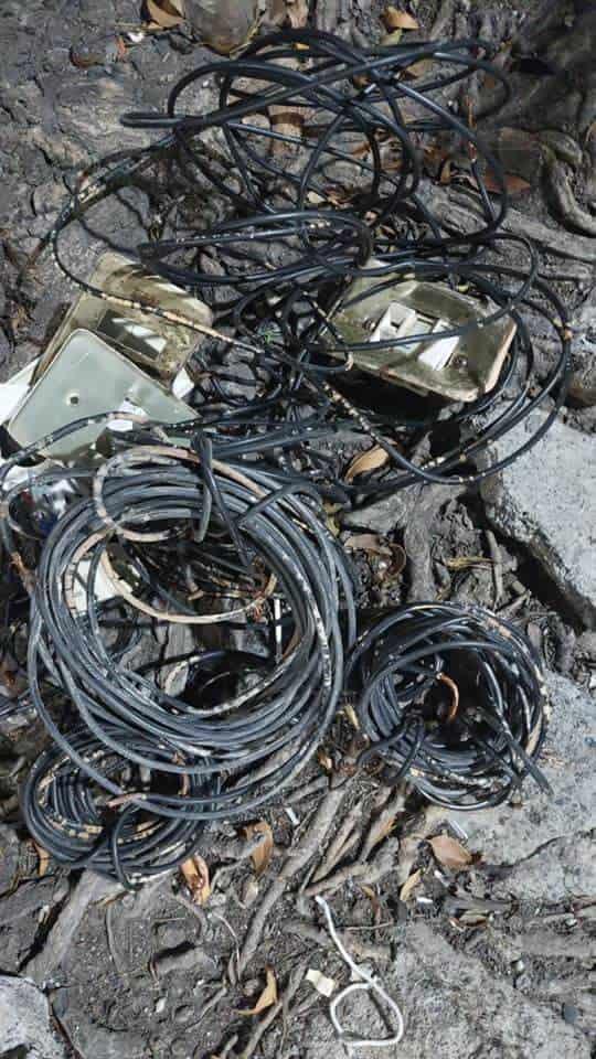 Dtuvieron a un hombre que robo varios tramos de cable de los postes de luz mercurial