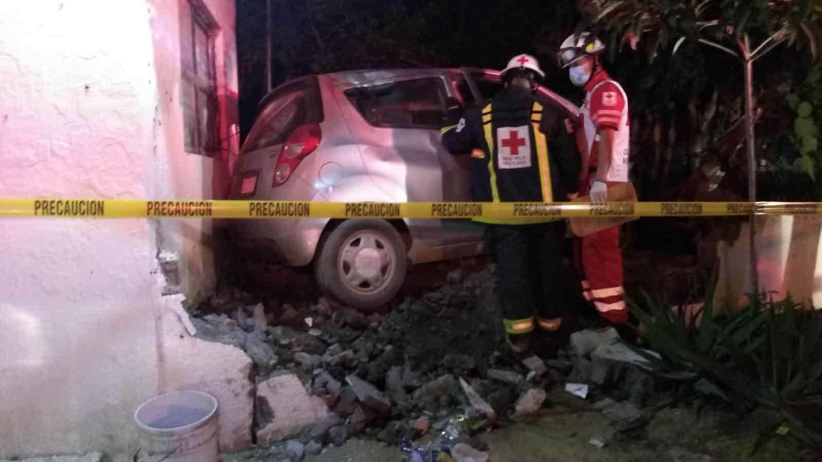 Una persona perdió la vida al impactar su vehículo contra la fachada de una vivienda