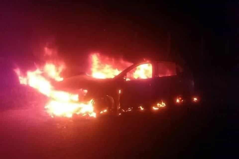 Encontraron un vehículo incendiándose cerca las instalaciones del Conalep