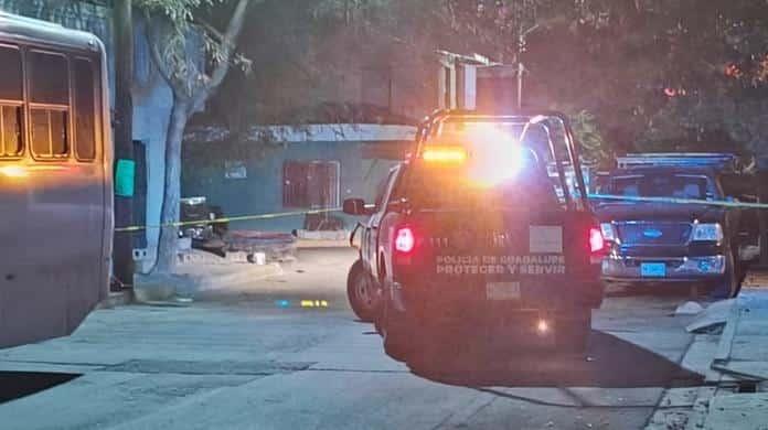 Un elemento de la Secretaria de la Defensa Nacional, fue asesinado a golpes por un oficial de Fuerza Tamaulipas, luego de sorprenderlo platicando muy amenamente con su esposa en el municipio de Salinas Victoria